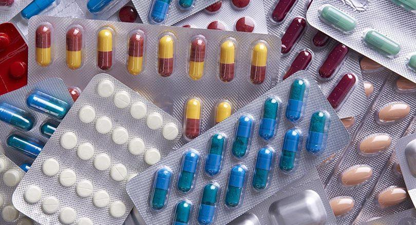 Médicaments conditionnés dans alvéoles en plastique thermoformé